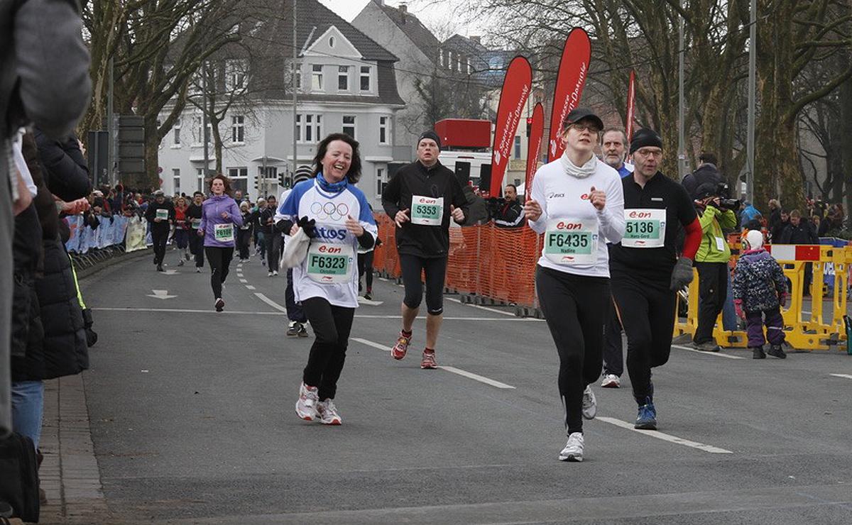 Läufer 5353 sieht nach fast 5 Kilometern Osterlauf nicht besonders fit und happy aus, oder?