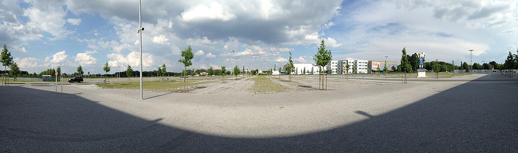 Der Parkplatz der Benteler-Arena bietet unendlich viel Platz und Möglichkeiten