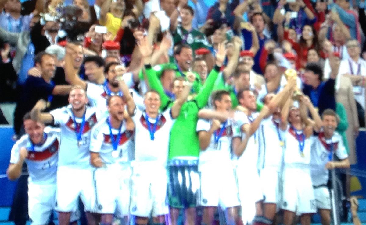 In der 113. Minute trifft Mario Götze und wir sind Weltmeister 2014.
