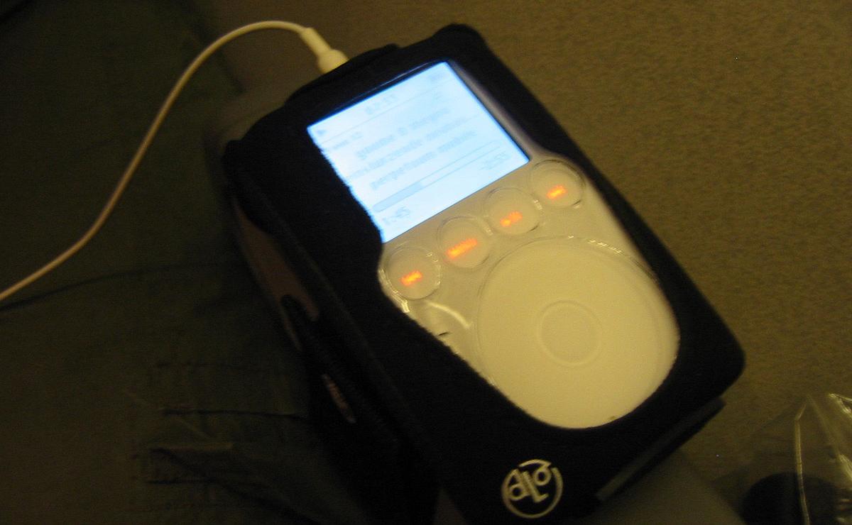 Mein iPod im Rücklug von NYC in 2004 - natürlich Neubauten